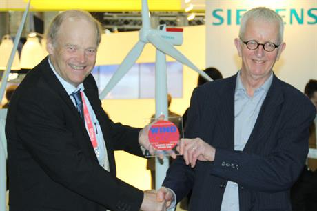 Siemens CTO Henrik Stiesdal (left) receives Best Turbine over 3.6MW award — for the 6MW SWT-6.0-154 — from technology consultant Eize de Vries.