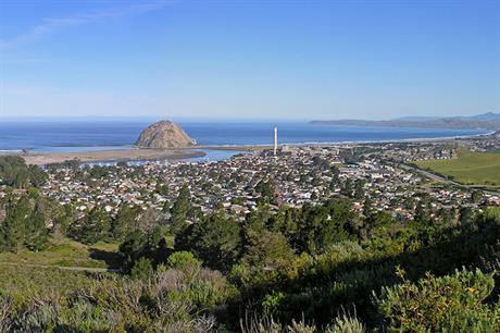 Morro Bay, a coastal city on central California (pic credit: Kjkolb)