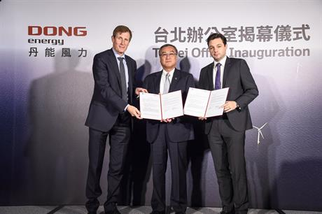 Left to right: Dong Energy wind power CEO Samuel Leupold; Technology Research Institute vice president Robert Hu; Dong Energy Asia-Pacific general manager Matthias Bausenwein