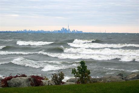 Lake Ontario, with the province's capital, Toronto, in the background (pic: SYSS Mouse)