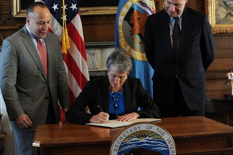 US interior secretary Sally Jewell (centre) holds lease signing ceremony (Picture credit: Tami Heilemann)