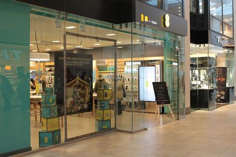 EE store in Cambridge -- will be powered by wind and solar energy until 2022