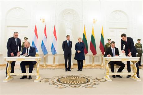Étienne Schneider and Žygimantas Vaičiūnas sign the bilateral agreement on statistical transfers of renewable energy