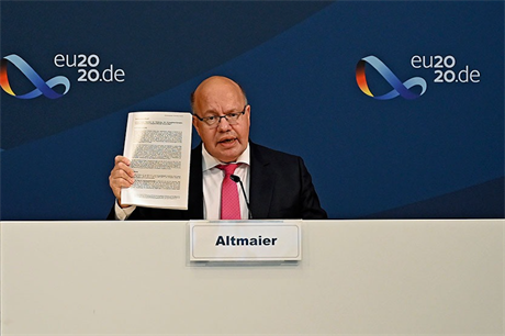German energy minister Peter Altmaier unveiling the draft amendment to the country's Renewable Energy Sources Act (EEG)