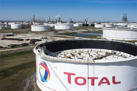 Total expects oil products to account for 30% of its sales by 2030