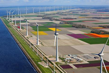The Enercon 7.5MW turbines beside the original WindMaster 300kW turbines (pic: Klaas Eissens)
