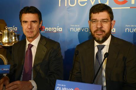Energy minister Alberto Nadal, right, with the head of the industry, energy and tourism ministry Jose Manuel Soria Lopez