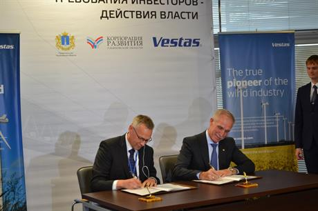 Sergey Morozov, governor of Ulyanovsk (right) signs the agreement with Vestas' Tommy Rahbek Nielsen