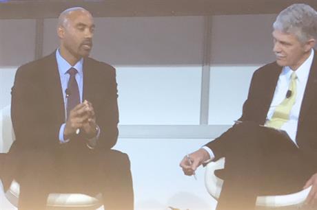 MidAmerican Energy's Adam Wright (left) speaks to AWEA CEO Tom Kiernan at Windpower 2018 (pic: AWEA)