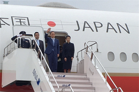 New Japanese head of state Yoshihide Suga disembarking a plane on his first foreign visit as prime minister