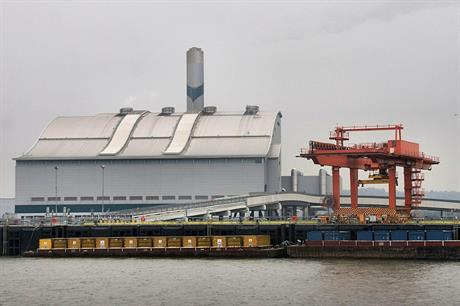 The existing Riverside energy-from-waste facility by the Thames - image: Pierre Terre / Wikimedia (CC BY-SA 3.0)