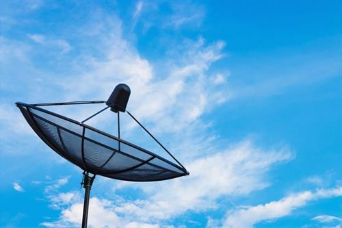 Comcast crashes Disney's Sky party by gazumping Fox