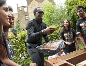 Diddy visits teenagers taking part in a RockCorps project