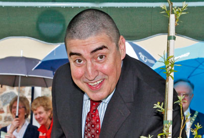 Actor Alfred Molina opens a dementia care home