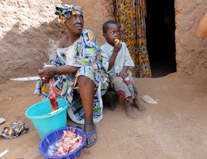 Assetou Diarra with her grandson in Mali [UNICEF Mali/2011/Rokiatou Guindo]