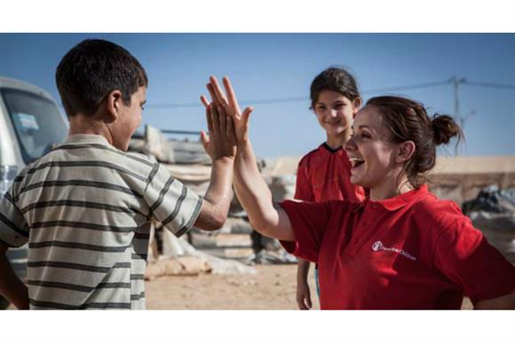 Cat Carter, head of humanitarian information & communications, playing a game with children in Za'atari Refugee Camp, Jordan. [Photo credit: Jonathan Hyams / Save the Children]