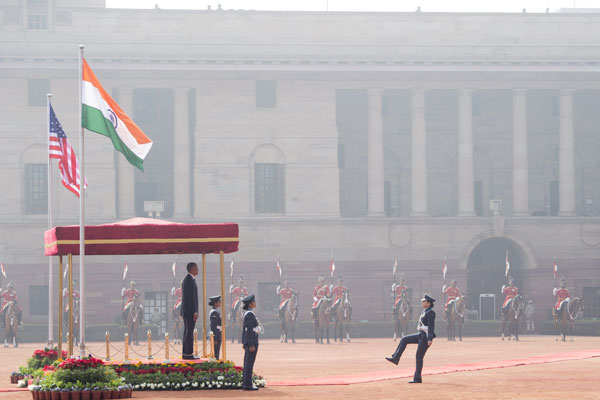 US President Barack Obama attends an official ceremonial welcome at Rashtrapati Bhavan, the Presidential Palace, in New Delhi, India, January 25, 2015. AFP PHOTO / SAUL LOEB