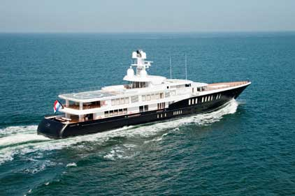 IYR: builds superyachts