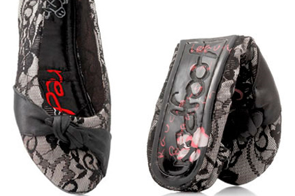 Redfoot: world's first folding shoe