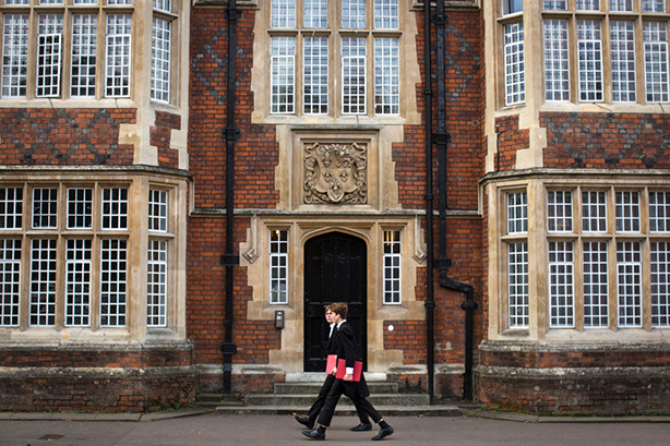 Students walk to class at Eton School (©Dan Kitwood/Getty Images)