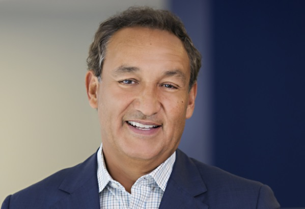 United CEO Oscar Munoz has engaged multiple stakeholders in difficult personal circumstances.