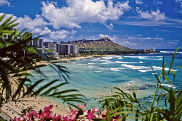 Tourist destination: Waikiki beach, Hawaii (Credit delamofoto/Thinkstock)
