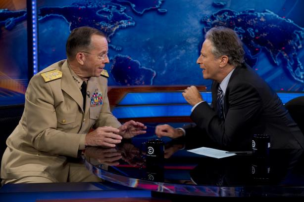 Jon Stewart with US Navy Admiral Mike Mullen (Image via the chairman of the Joint Chiefs Flickr page)