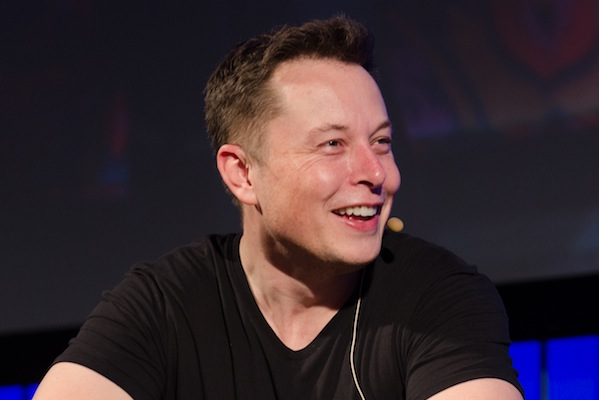 Elon Musk says Apple's the threat in self-driving cars, not Google (Heisenberg Media)