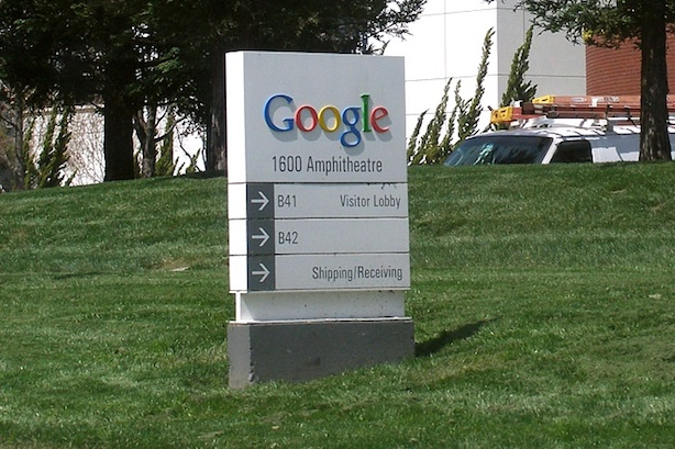 (Image via Wikimedia Commons, by Coolcaesar - Googleplexwelcomesign.jpg, CC BY-SA 3.0, https://commons.wikimedia.org/w/index.php?curid=1173475)