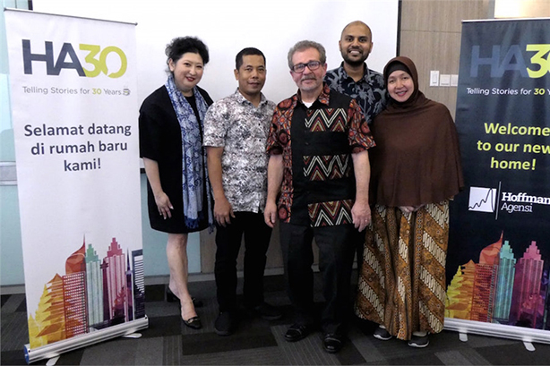 The Hoffman Agensi Indonesia team with founder Lou Hoffman (center)