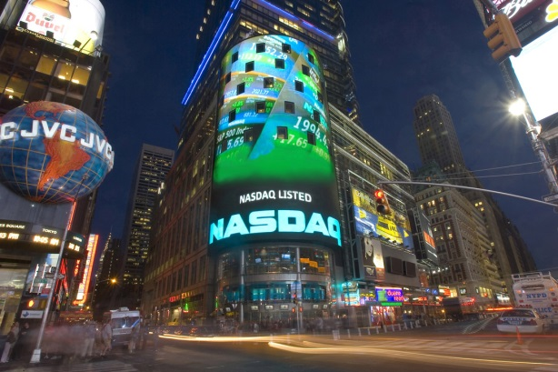 © Copyright 2006, The Nasdaq Stock Market, Inc. Reprinted with the permission of The Nasdaq Stock Market, Inc. Photo credit: Rob Tannenbaum/Nasdaq