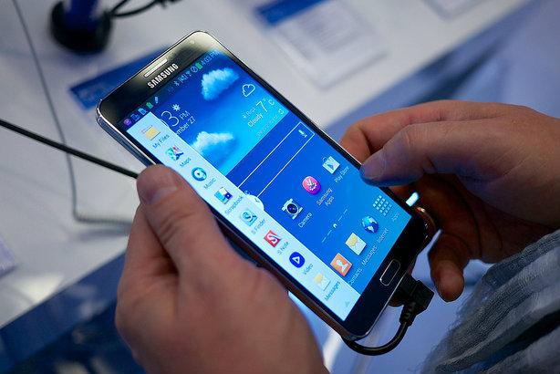 An earlier version of the Samsung Galaxy Note (© Kārlis Dambrāns via Flickr)