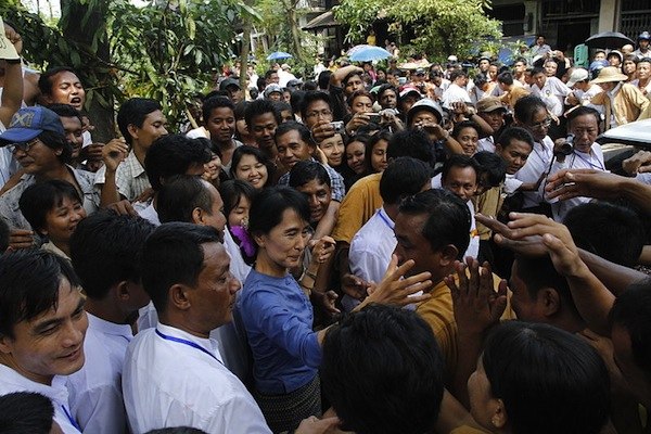 Aung San Suu Kyi greeting supporters in Bago (Htoo Tay Zar/Wikimedia Commons)