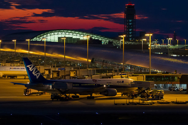 A Boeing B767 at Kansai International Airport (Credit: ken H via Flickr)
