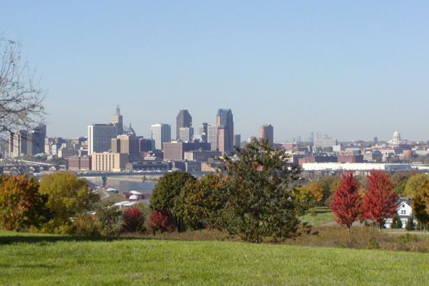 St. Paul (foreground) and Minneapolis, Minnesota. (Image via Wikimedia Commons).