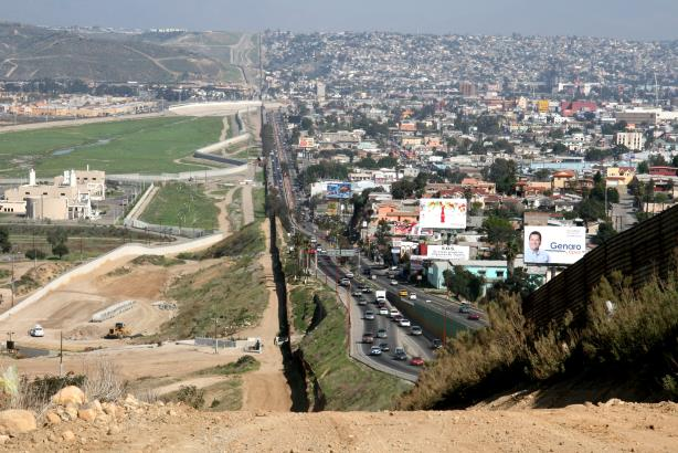 The border between the U.S. and Mexico near San Diego. (Image via Wikimedia Commons).