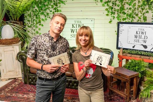 Packham (l) and Strachan reunited to help save the kiwi bird
