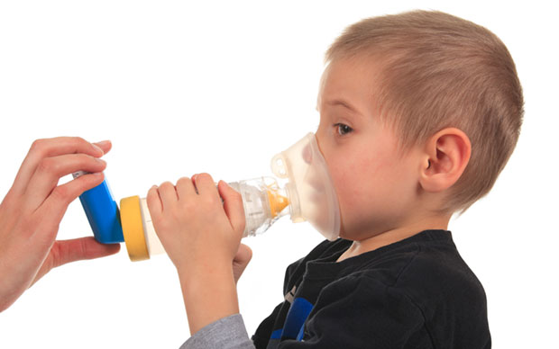 Temporarily quintupling the dose of inhaled steroids may not prevent asthma exacerbations in children. | iStock