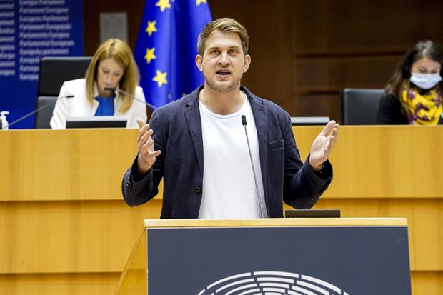 """Green MEP Michael Bloss: """"Pascal Canfin, who thinks himself one of the climate heroes, would settle for the 52.8% reduction goal."""" Photo: Philippe Buissin / EP"""