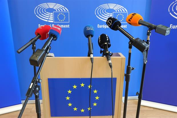 An empty podium set up for a press conference on the Parliament's mission to Budapest this week. Photo: Ferenc Isza / EP