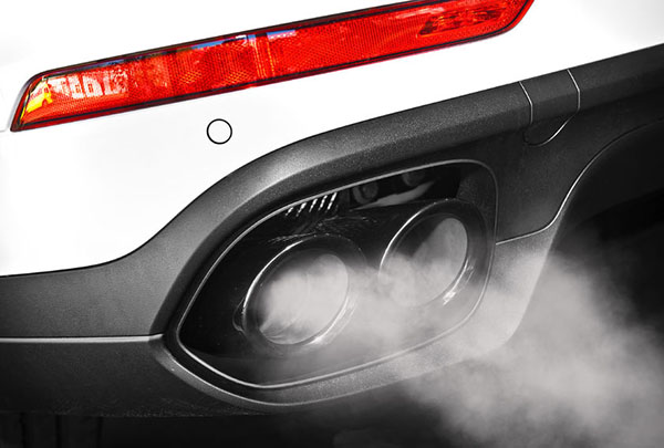 Transport / Pollution: car exhaust close-up (photograph: Sergey Rasulov/123RF)