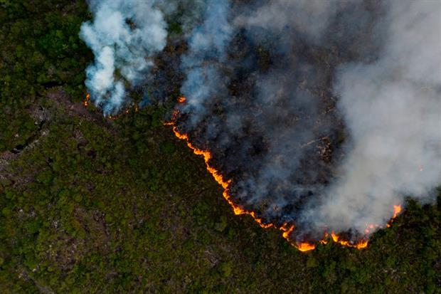 A fire eats through the Chapada Diamantina region, in Brazil's Bahia state, October 2020. Green groups warn that many fires are deliberately started to convert land for agriculture. Photo: Mateus Morbeck / AFP via Getty Images