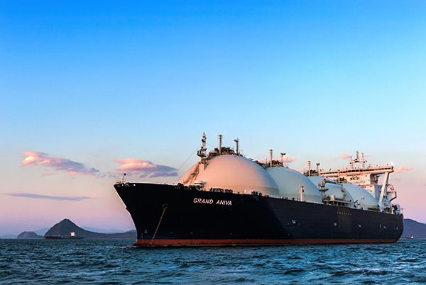 Energy, LNG tanker (photograph: Владимир Серебрянский/123RF)