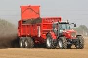 Farming, manure spreader (Credit: CC BY-SA 2.0 Werktuigendagen)