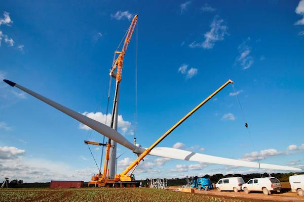 Renewables - Rotor lifting at UK onshore wind farm (Banks Group)