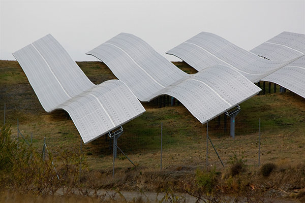 Renewables, solar farm in Spain (photograph: Roy Luck/CC BY-2.0)