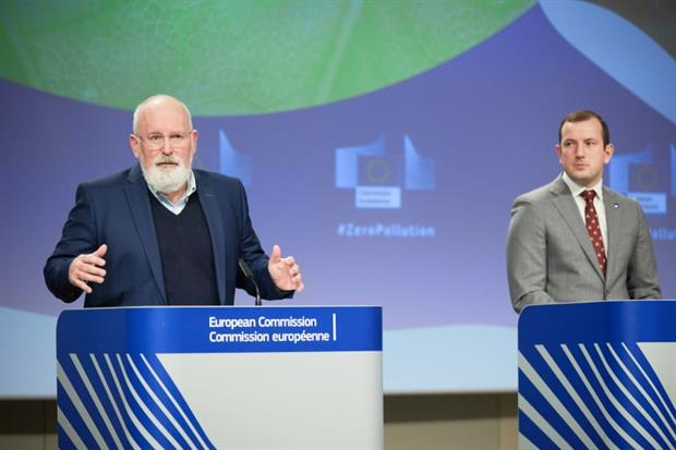 Commissioners Sinkevicius and Timmermans presenting the Zero Pollution Action Plan on Wednesday. Photo: Claudio Centonze / EC - Audiovisual Service