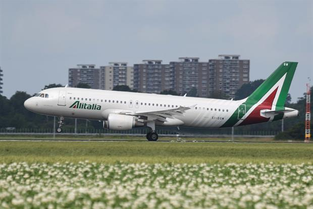 An Alitalia Airbus A320 at Polderbaan runway in Amsterdam Schiphol, July 2020. The Italian airline can receive a state bailout package in response to the coronavirus pandemic. Photo: Nicolas Economou/NurPhoto via Getty Images