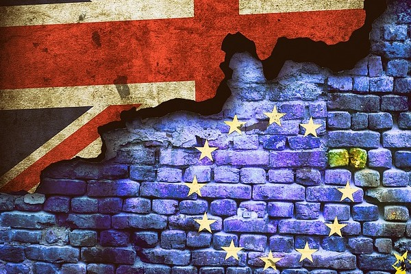 Brexit - flags on wall (Pixabay)