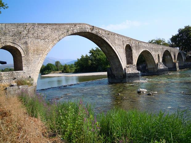 A bridge near the town of Arta, Greece. Image: Christos Giakkas / Pixabay